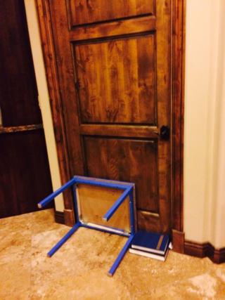 Door-baricade